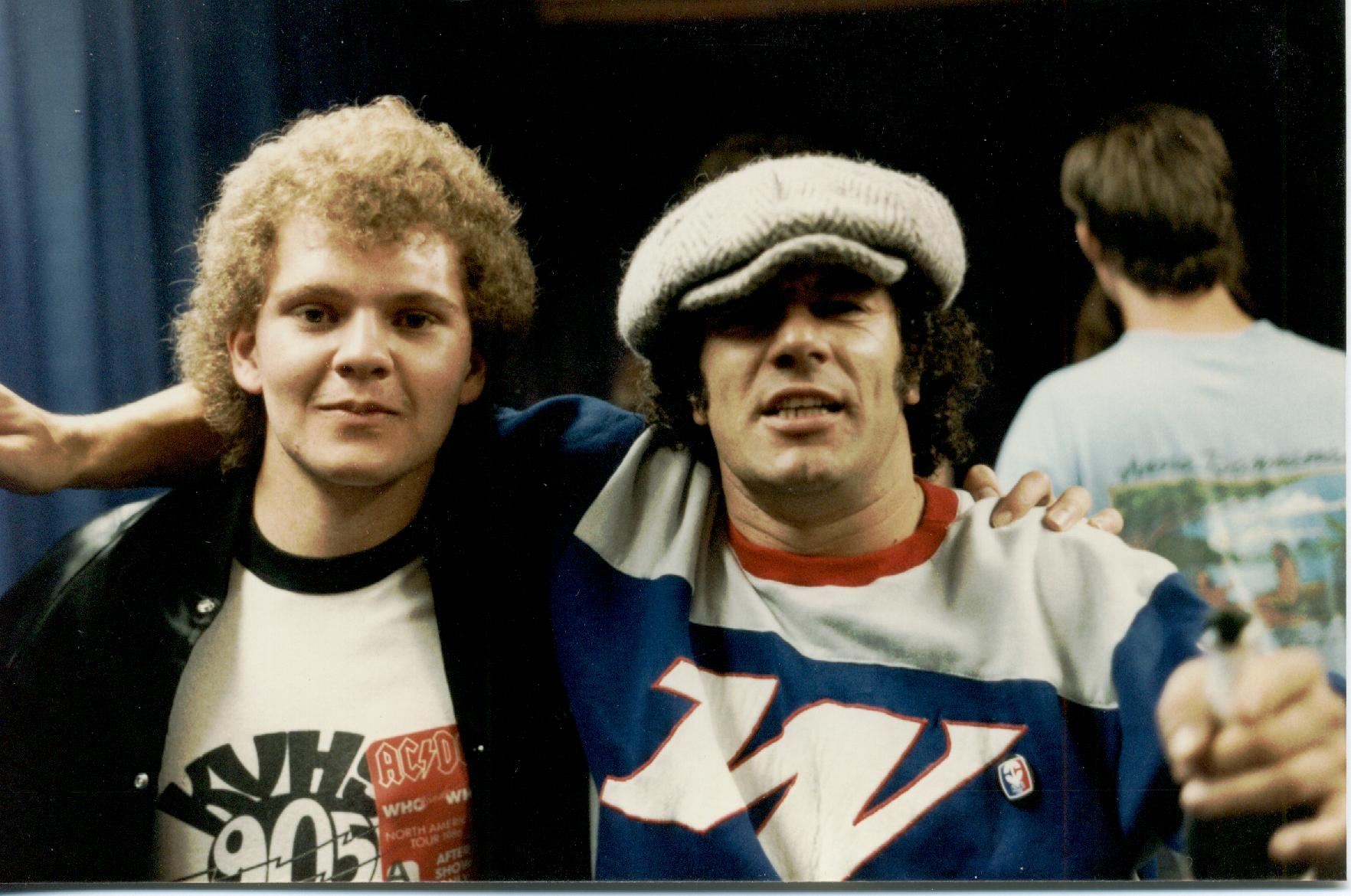 brian johnson singer of rock n roll band acdc with  hypnotist chris cady  missing is  angus young  has no stage fright