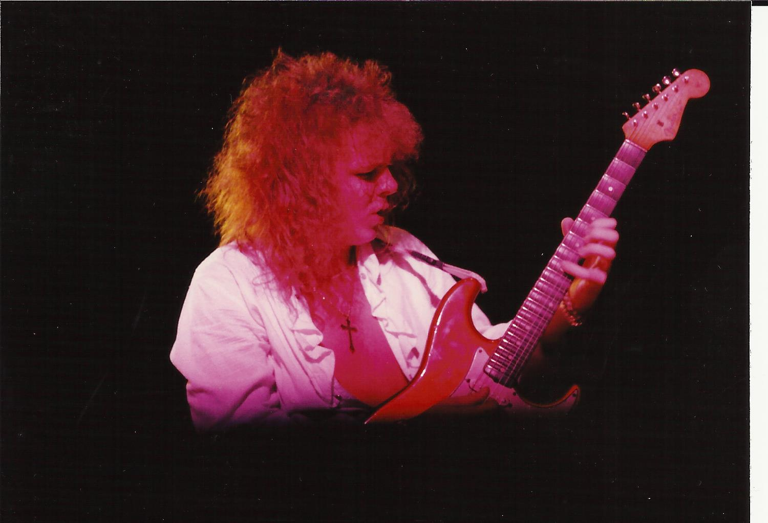 guitar player guitarist yngwie malmsteen no stagefright photo taken by hypnotist chris cady