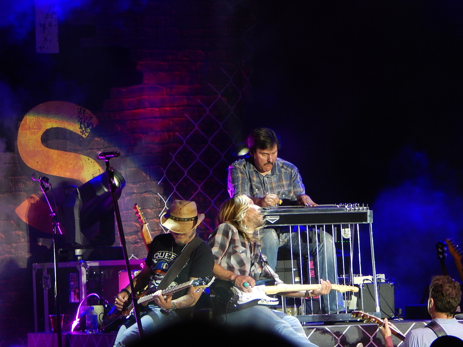 dueling lead and steel guitar rodney atkins band in concert